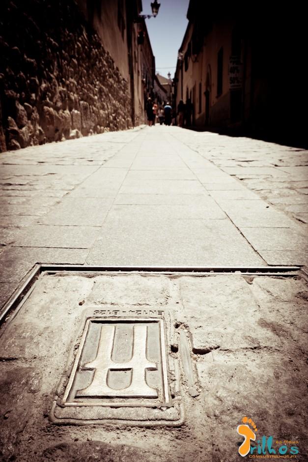 Segovia_osmeustrilho - marcas do aqueduto subterraneo-1