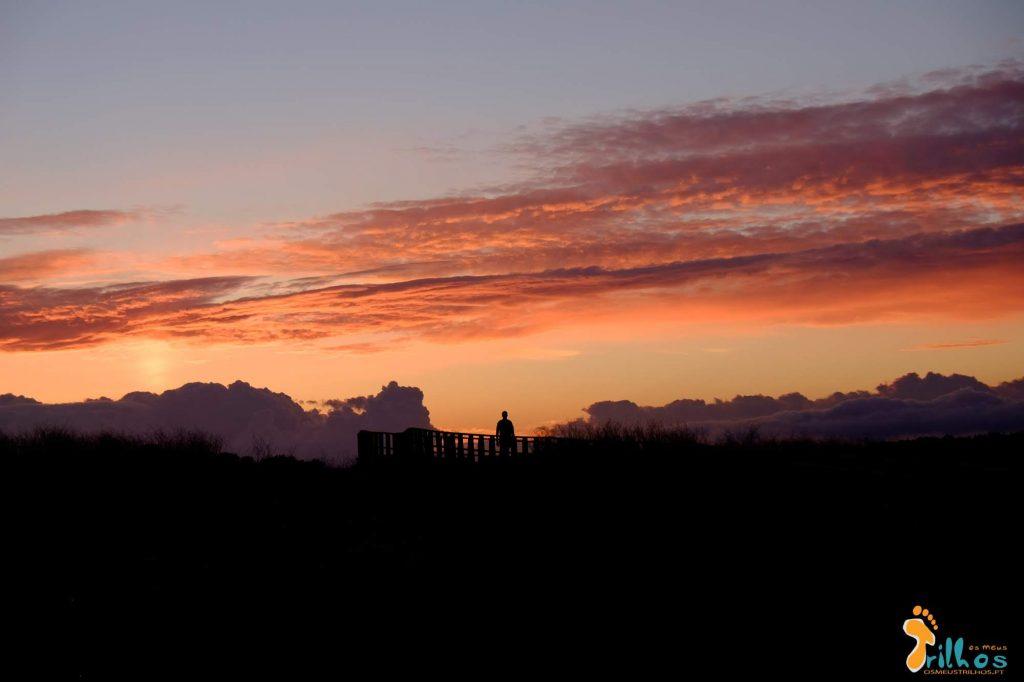 Incrível pôr-do-sol em Alvor, Algarve.