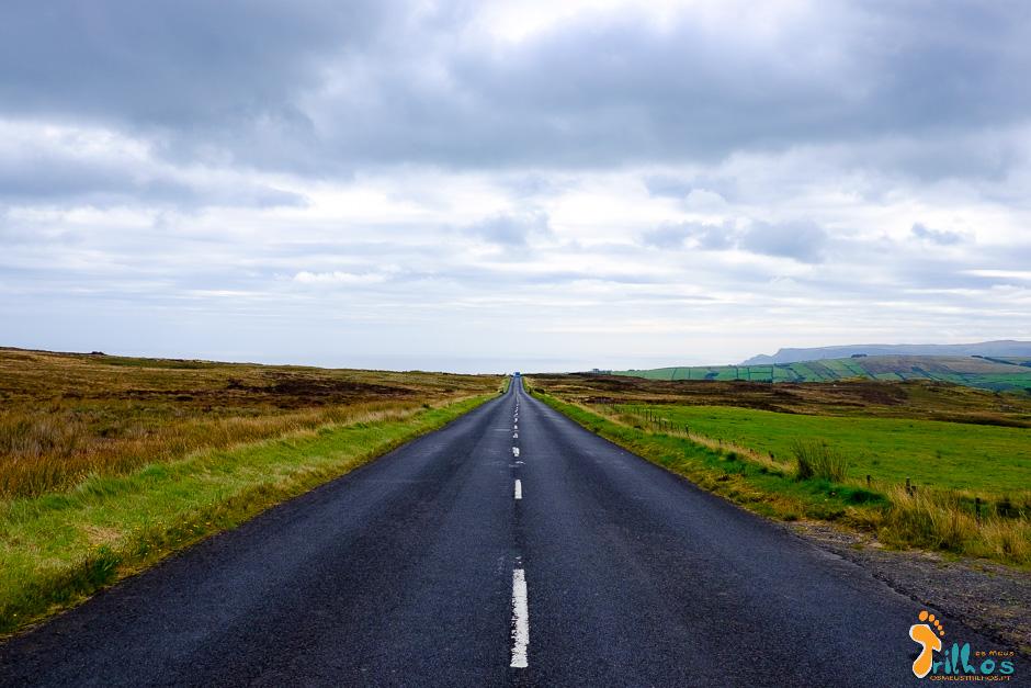 As estradas que rasgam as paisagens na Irlanda do Norte